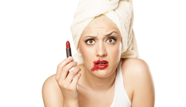 errores-maquillaje-belleza-mujer
