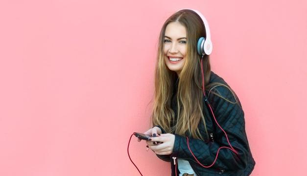 mujer-escuchar-musica