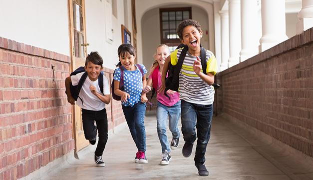 ninos escuela correr