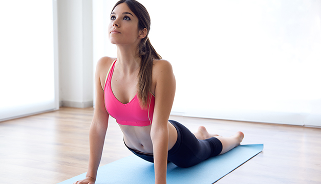 mujer fitness yoga
