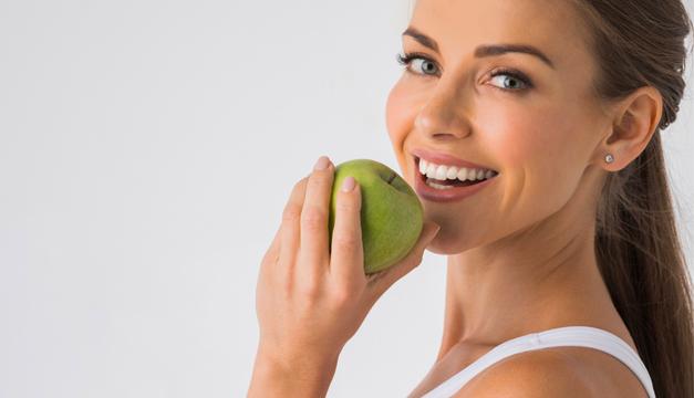 A través de una buena alimentación sí se pueden tener dientes sanos. Aquí la clave