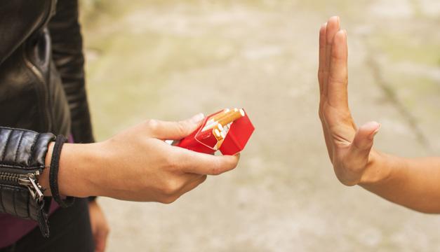 ¿Quieres dejar de fumar? Te sorprenderá saber que algunos alimentos lo hacen más difícil