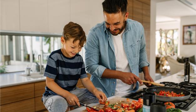 Cuatro consejos para que tus hijos coman frutas y verduras
