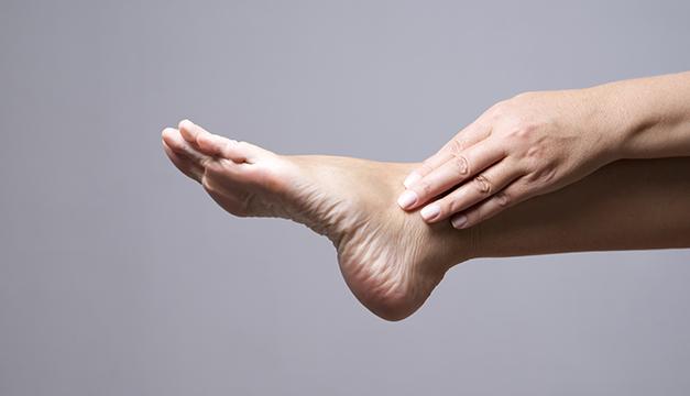 ¿Qué remedio puedo utilizar para el dolor de pies?