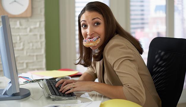 Las 6 alertas para saber que tu trabajo te está engordando ¡Ten cuidado!