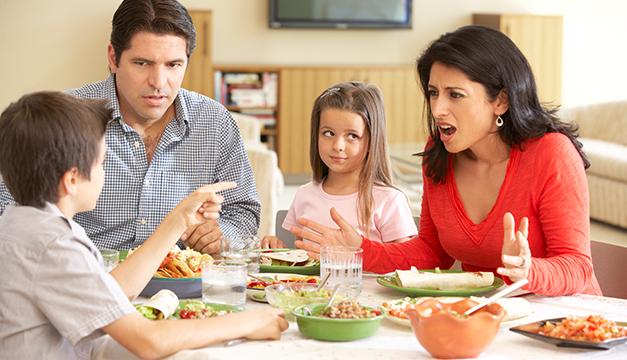 familia peleas padres hijos