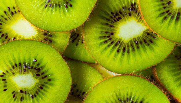 Comer kiwi te aporta todos estos beneficios