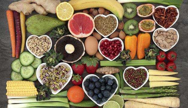 Cinco alimentos que cuidan tu corazón y no pueden faltar en tu dieta