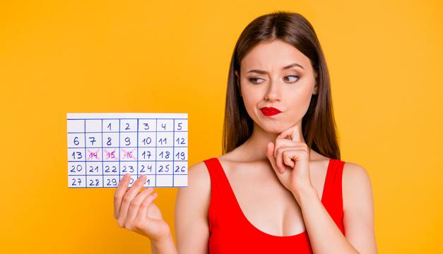 chica con calendario