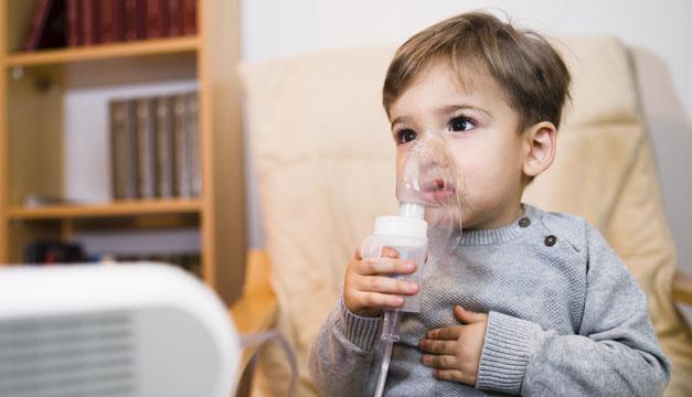 Cada 39 segundos un niño pierde la vida por una neumonía