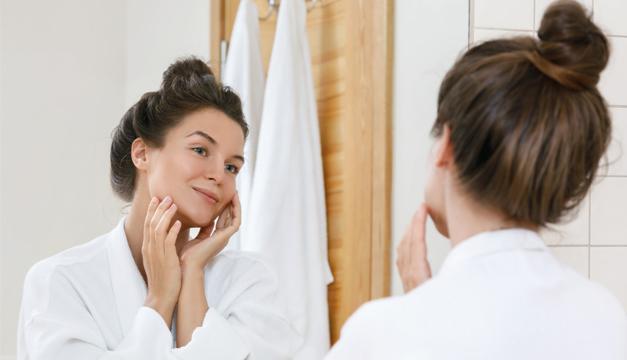 Esto es lo que le pasa a tu piel sin maquillaje en cuarentena