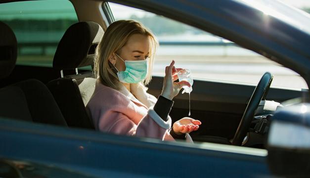 No dejes el alcohol gel dentro de tu carro o esto podría pasar