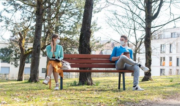 ¿Por qué nos cuesta tanto guardar la distancia social?