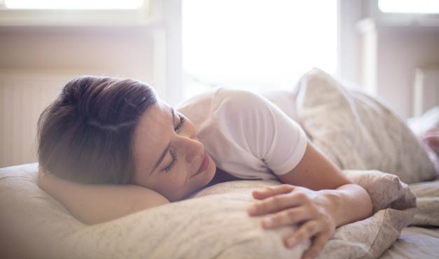 Posturas para dormir que favorecen al alivio del dolor de espalda
