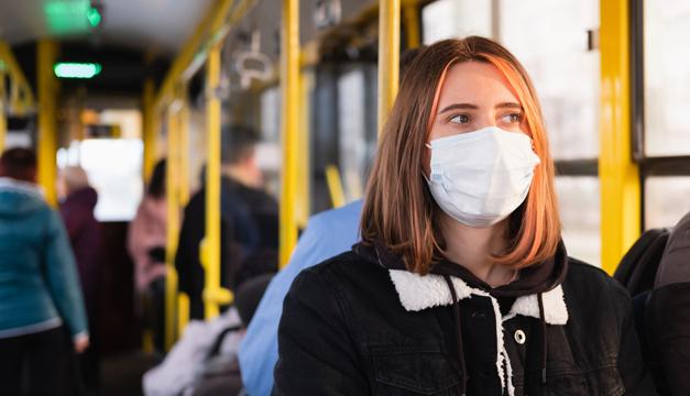 Si utilizas el transporte público y no quieres contagiarte de COVID19, pon atención a estas medidas