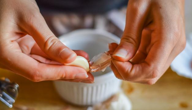 ¿Por qué es bueno tomar un ajo al día?