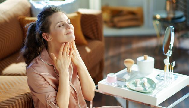 ¿Cómo disminuir los signos de la edad en tu piel?