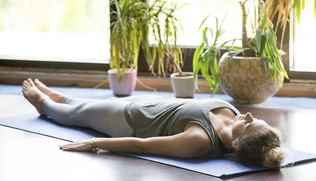 Libera tensiones antes de dormir con estos ejercicios