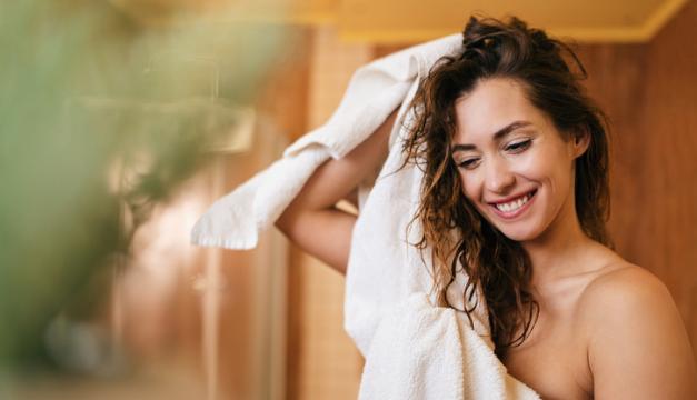 Tu toalla puede ser un foco de gérmenes si no acostumbras a lavarla