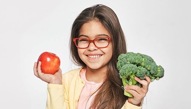 Verdaderas razones del porqué los niños sí deben comer frutas y verduras
